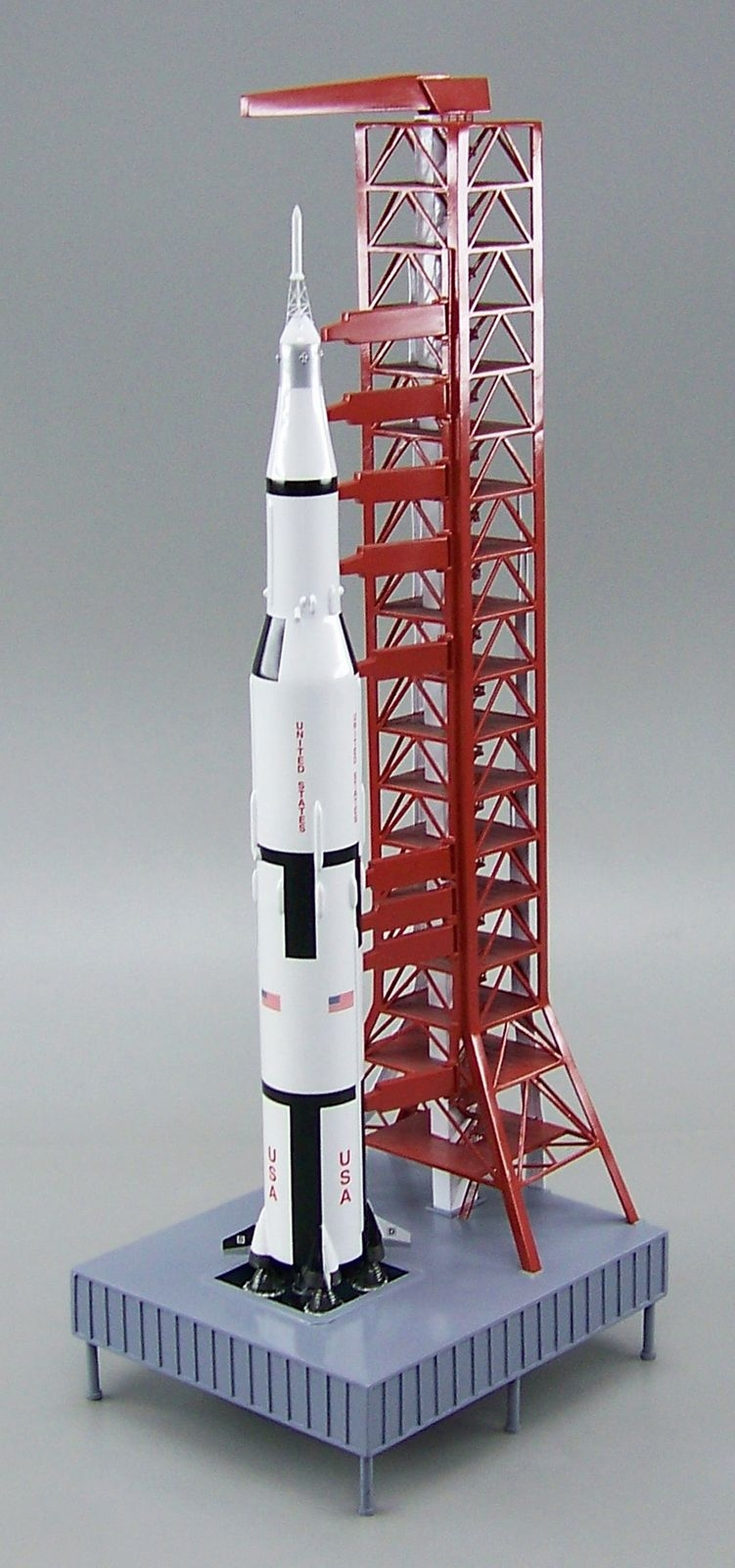 saturn_v_launch_tower.jpg