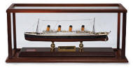 100th Year Anniversary - Titanic 1/500 scale model signed with case!