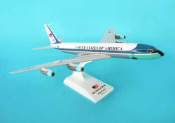 Skymarks - Air Force One VC-137 - B707 REG #27000 - 1/150 Scale Plastic Model - SKR312